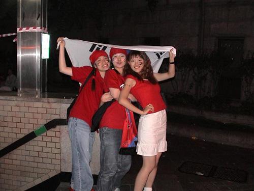 2002年6月のワールドカップの際とった韓国応援の女子学生