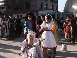 コスプレに興じる韓国の女の子 毎週末ヨイドのドーム
